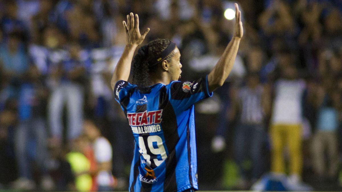 Ronaldinho ofrece disculpas a Querétaro por su conducta en duelo frente a Pachuca