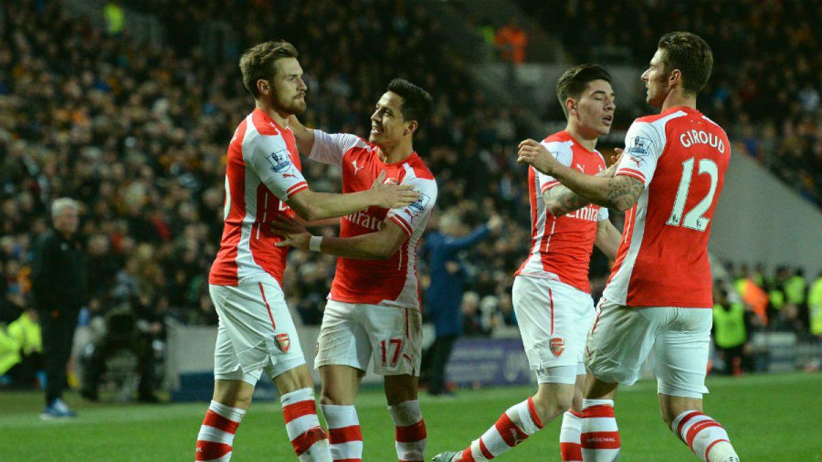 Con Alexis titular y triplete de Walcott el Arsenal golea al cierre de la Premier