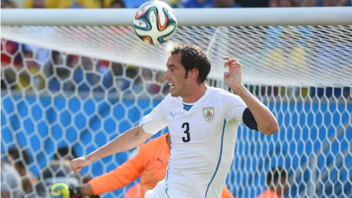 Tabárez otorga días de descanso a Godín antes de unirse a la prácticas de Uruguay