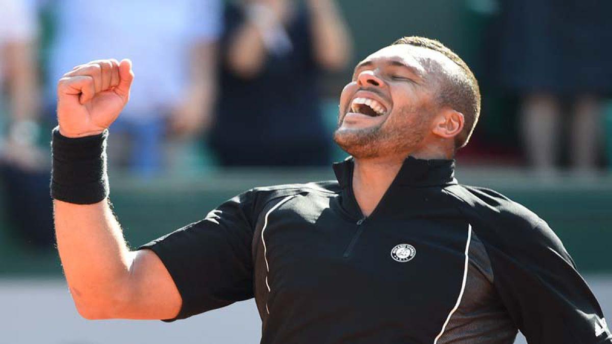 [VIDEO] Tsonga y Sela jugaron un improvisado fútbol tenis en la arcilla de Roland Garros
