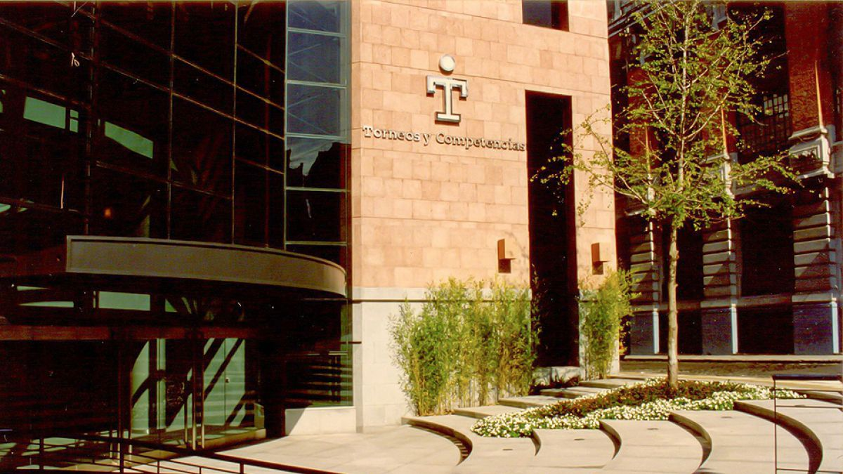 Interpol allana oficinas de Torneos y Competencias