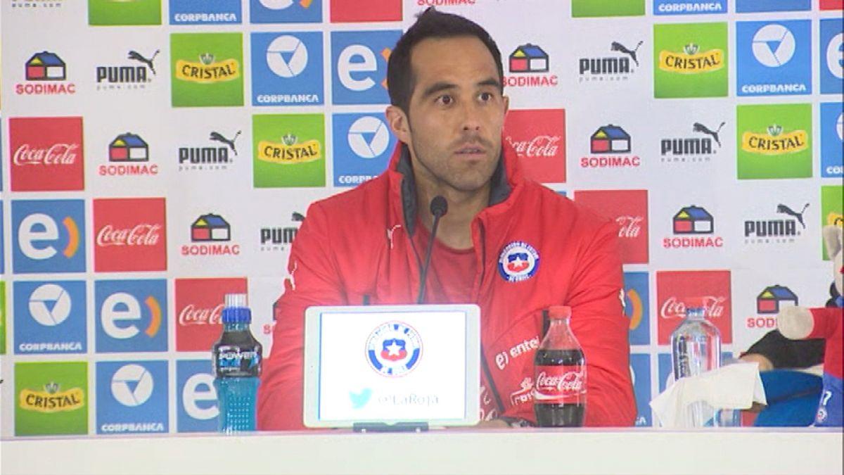 Claudio Bravo dice que La Roja no está ansiosa ni presionada y elogia nivel del plantel