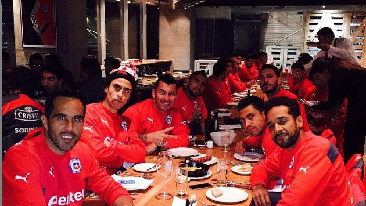 [FOTOS] La banda cenando: La Selección chilena se relaja en la previa a la Copa América