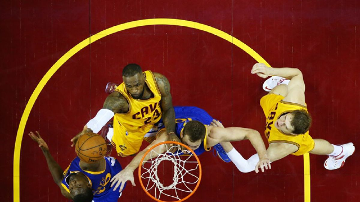 Curry lleva a los Warriors a empatar la serie con Cleveland en la final NBA