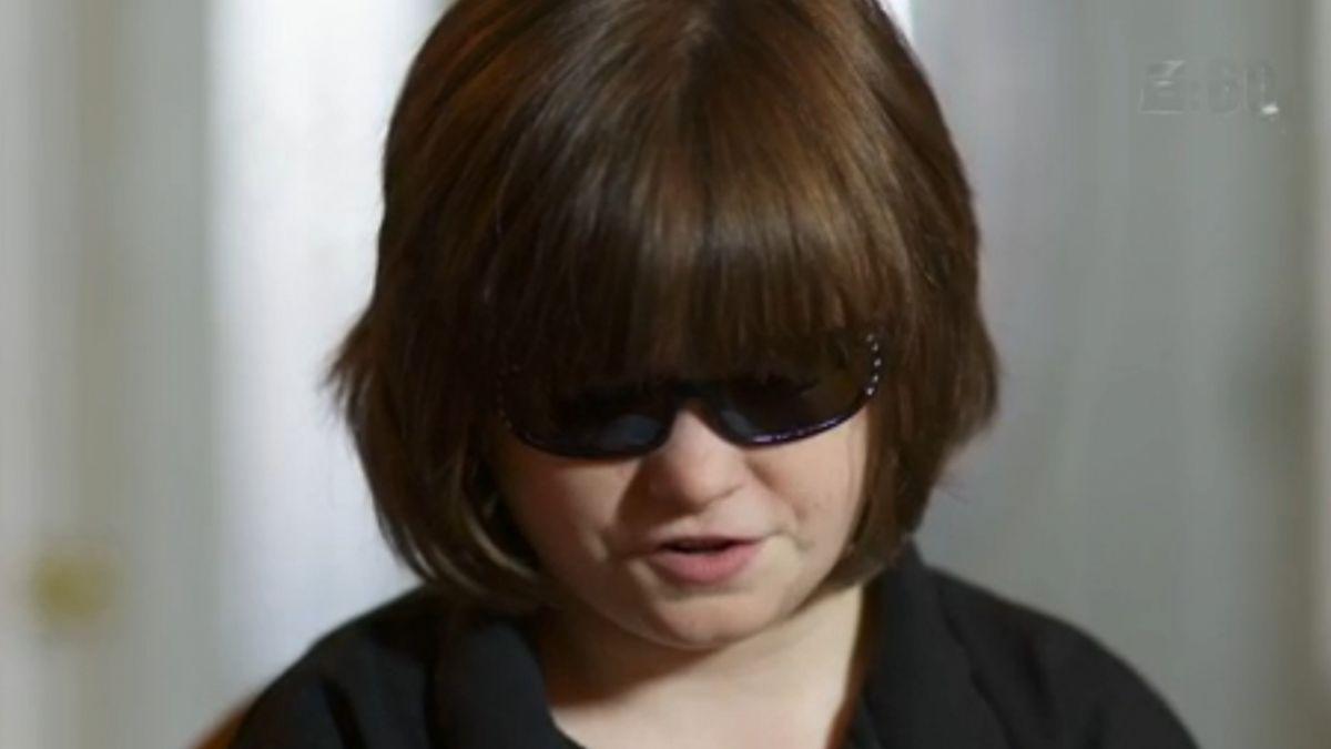 Marlana VanHoose joven ciega y con parálisis cerebral fanática del básquetbol