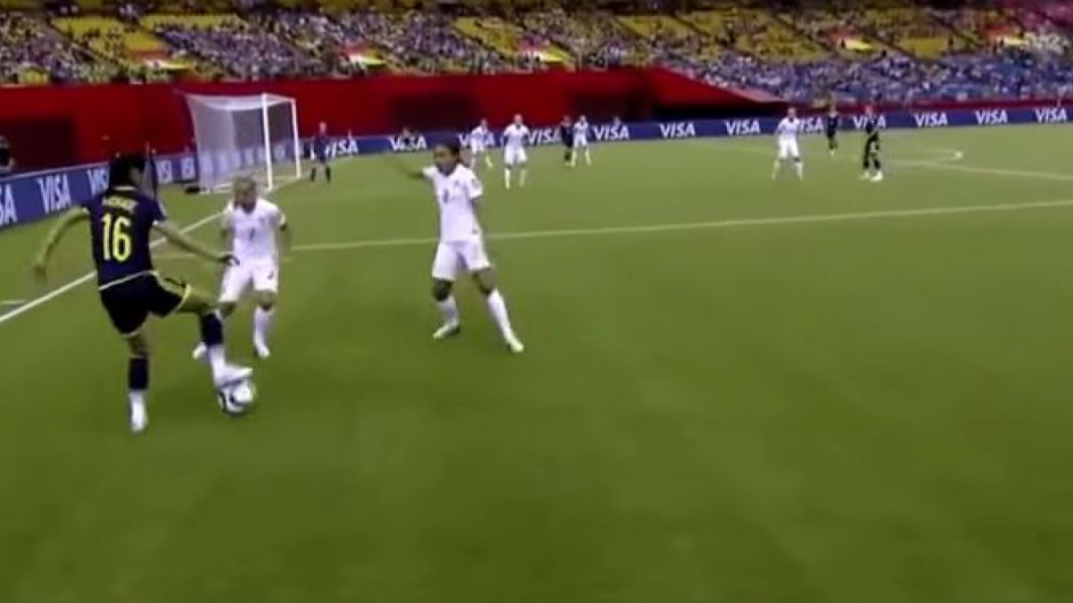 [VIDEO] Colombiana realiza espectacular jugada en Mundial de Fútbol Femenino 2015