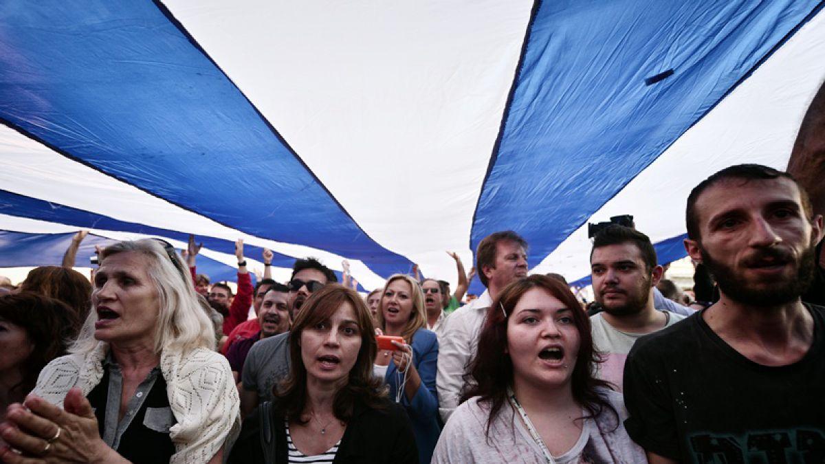 Griegos proeuopeos piden seguir en la zonaeuro