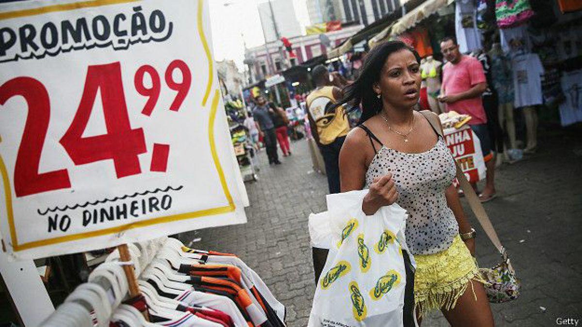 Fitch degrada la deuda de Brasil y la deja en perspectiva negativa