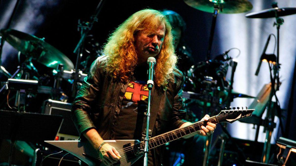 Dave Mustaine, vocalista de Megadeth, se encuentra emocionado al ver el partido de Chile