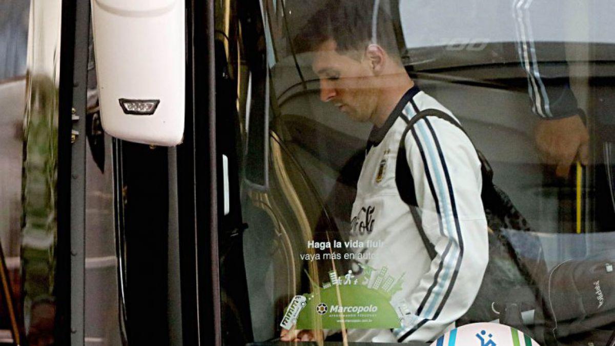 Selección argentina llega a su país tras la derrota a manos de Chile