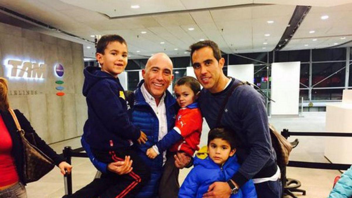 Alexis y Bravo celebran fuera de Chile antes de volver a sus clubes