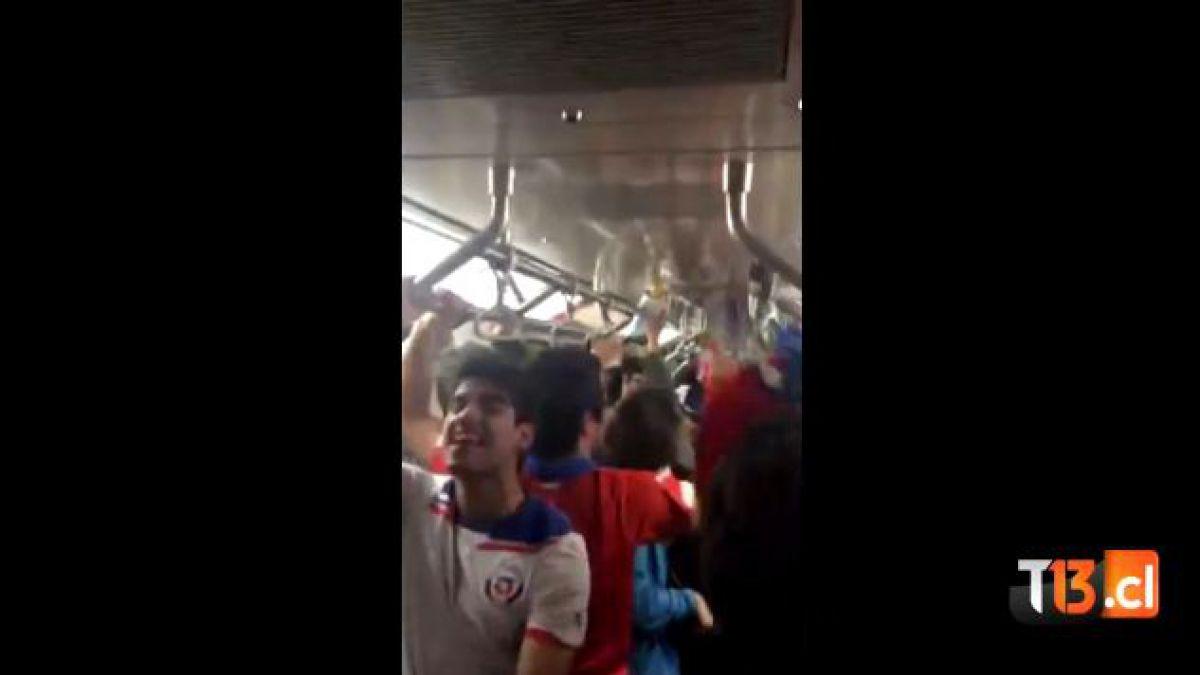 [VIDEO] Así se vivió el triunfo de Chile al interior de Metro de Santiago