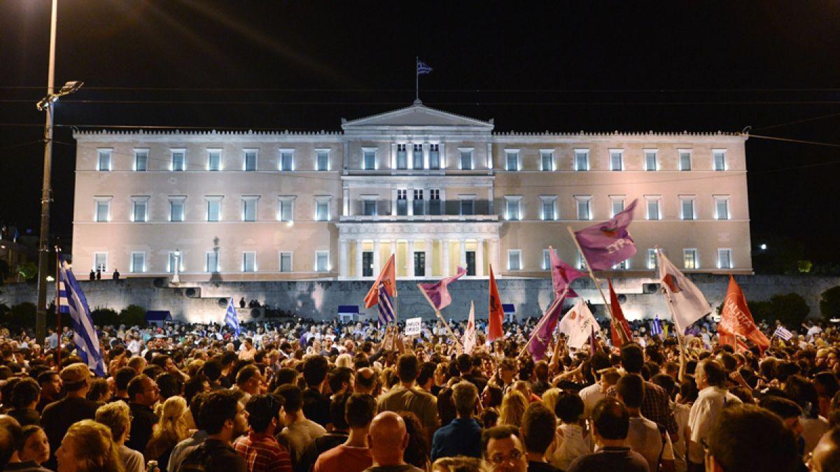 El Parlamento griego adoptó el tercer plan de rescate del país