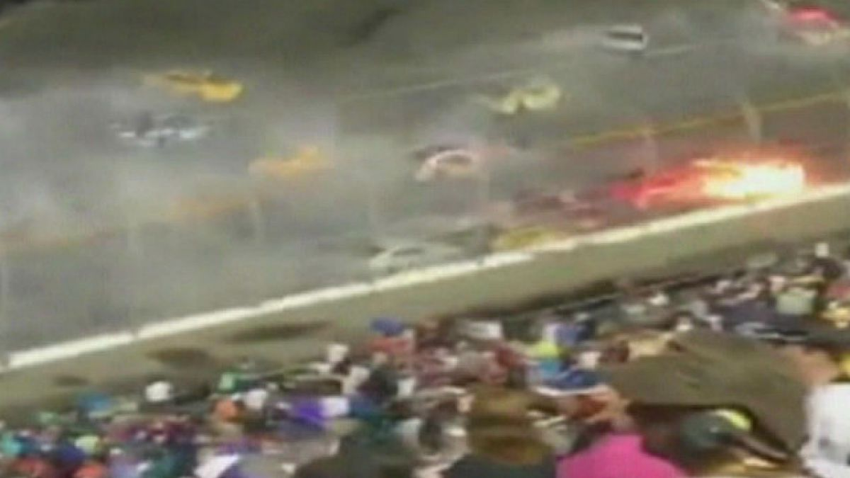 [VIDEO] Piloto sale ileso tras impresionante choque en una carrera de Nascar