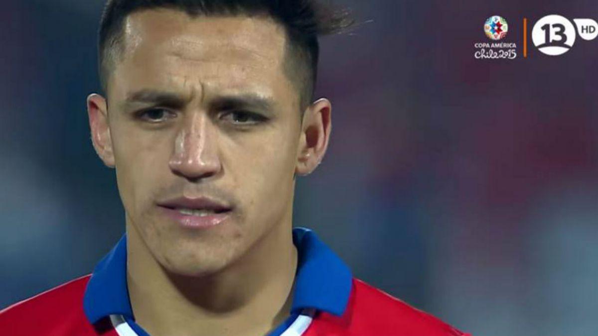 Alexis Sánchez recuerda penal y pregunta a los hinchas en Twitter: ¿Qué creen que estaba pensando?
