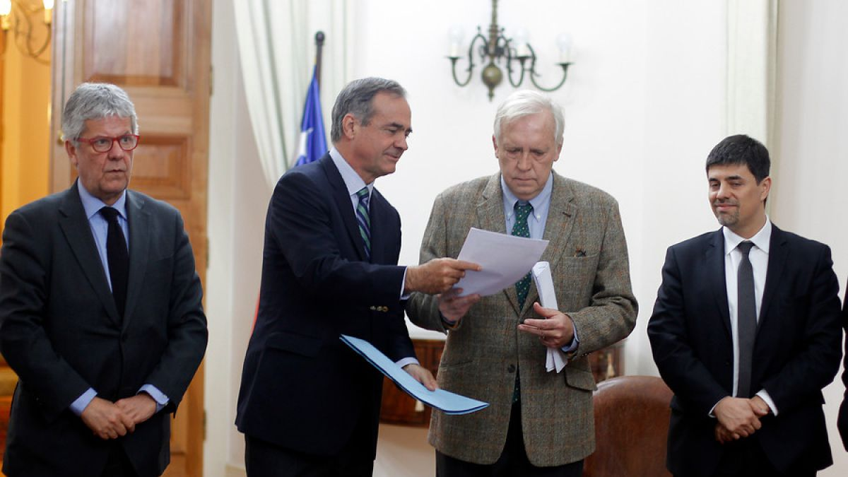 Walker entregó propuesta de Convención constituyente