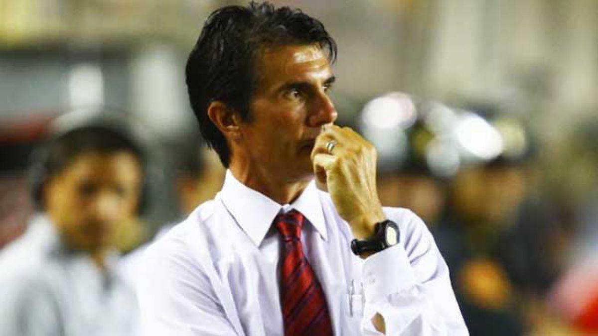 Suspenden en Perú a DT argentino por insultos racistas a jugador