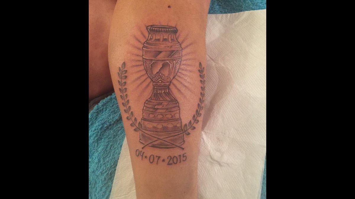 Gary Medel se tatuó la Copa América en su cuerpo