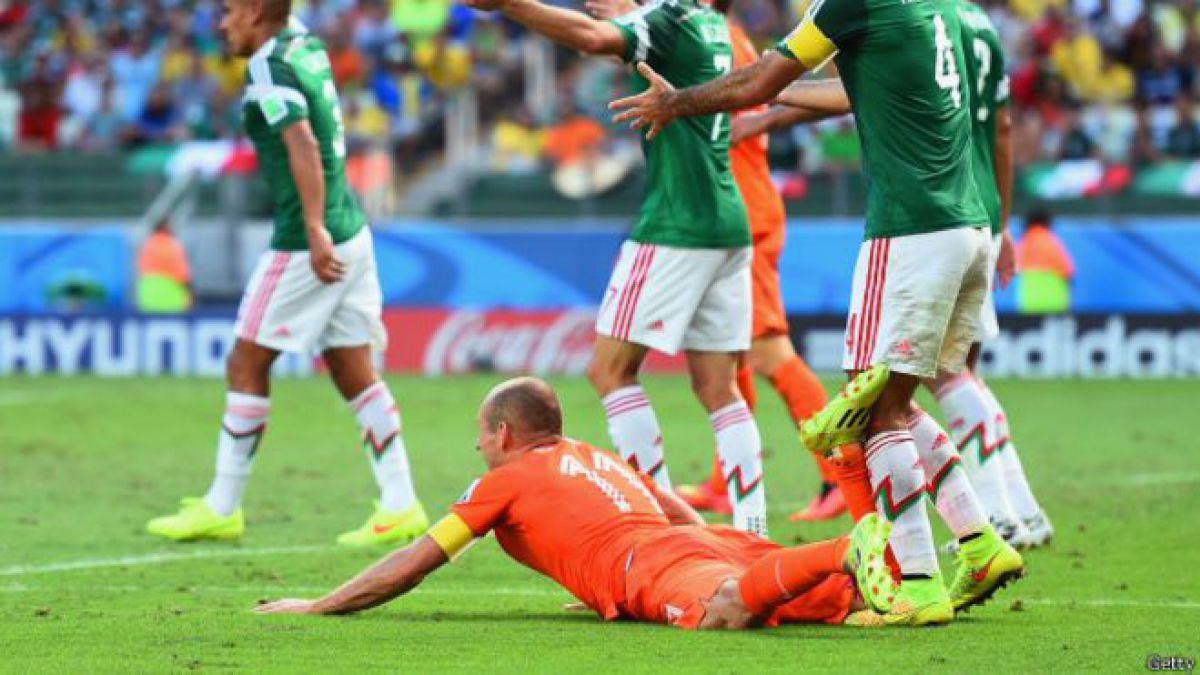392 tuits más tarde… federación de fútbol de Holanda responde a un fanático de México: Era penal