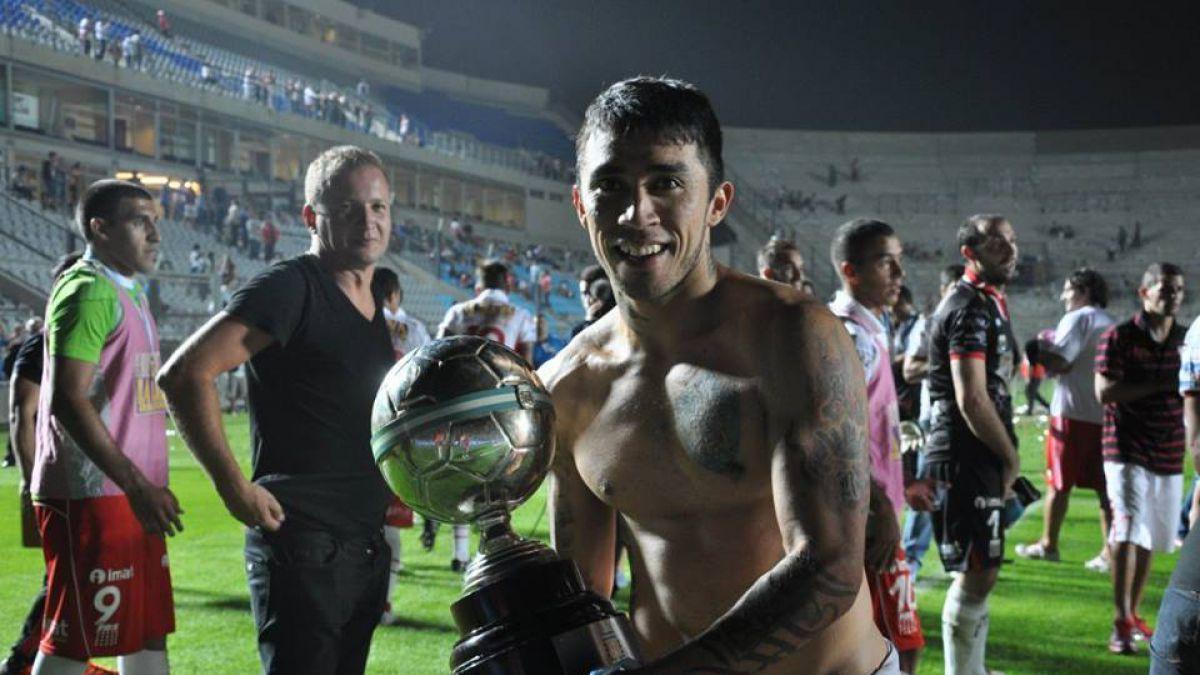 Aún no vuelve a Argentina: En Huracán están decepcionados con Edson Puch