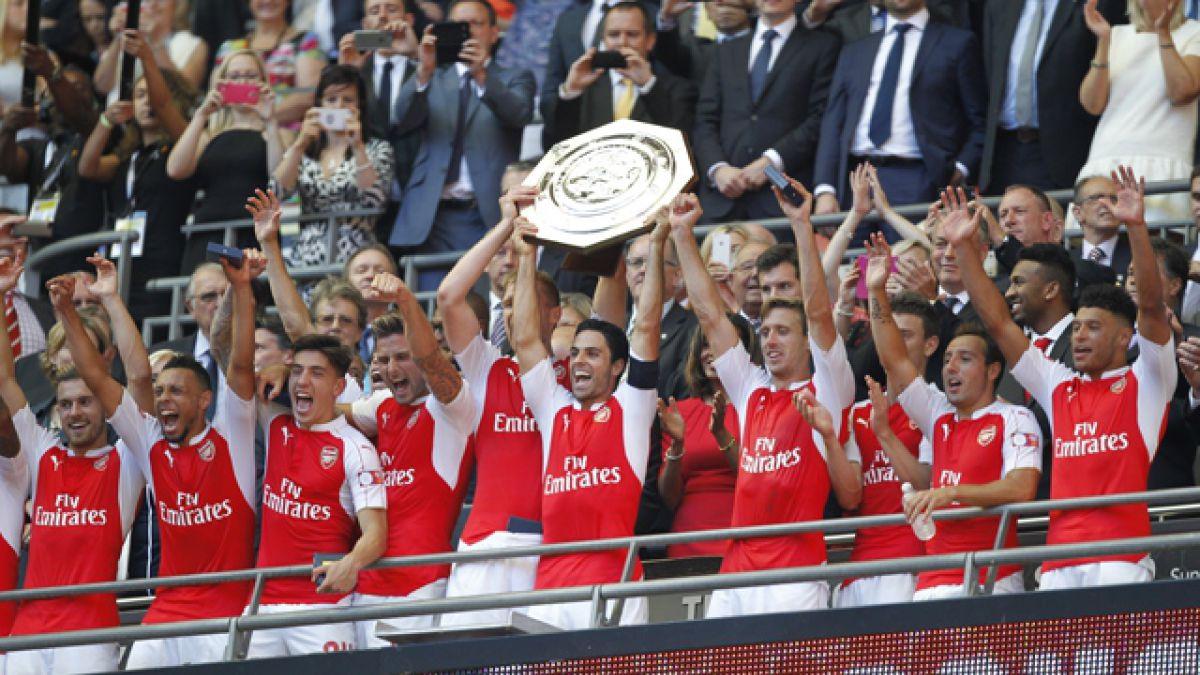 Alexis Sánchez celebra nuevo título de Arsenal FC