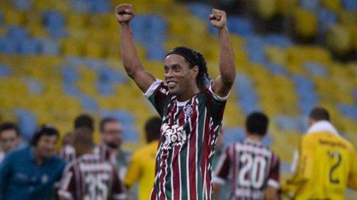 Ronaldinho expresa su felicidad tras triunfal regreso al fútbol brasilero