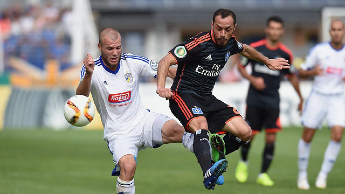 Hamburgo de Marcelo Díaz es eliminado de la Copa de Alemania por equipo de Cuarta División