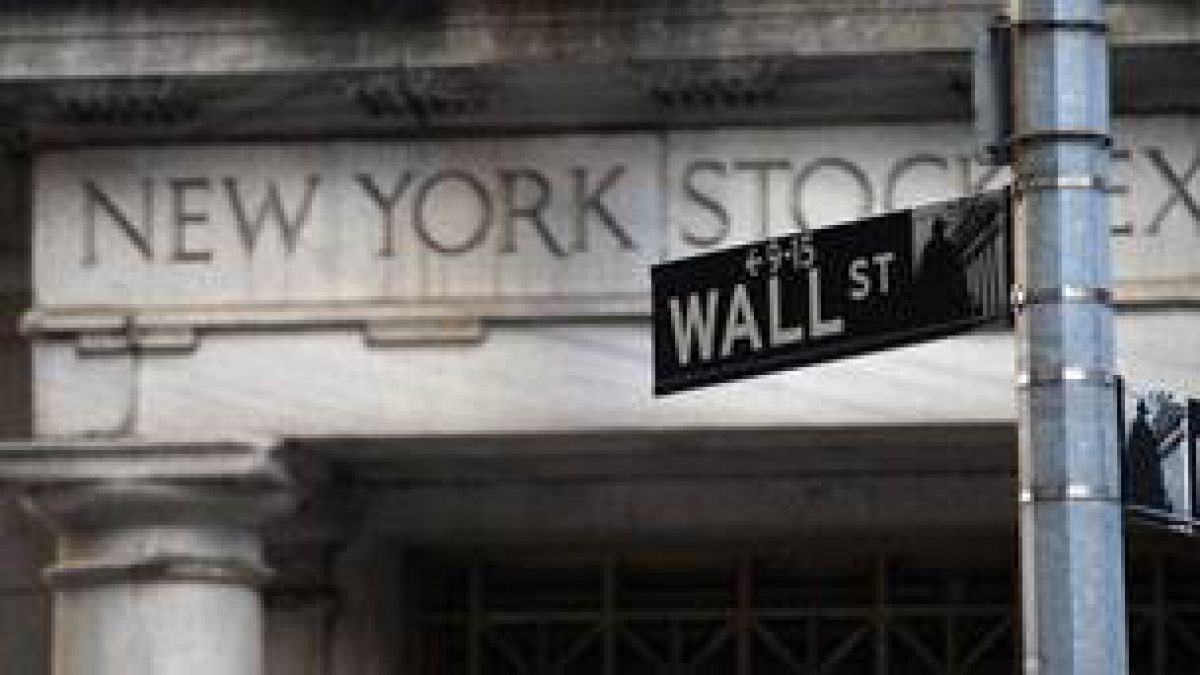 Wall Street cierra en alza empujada por el crudo y esperanzada en la Fed