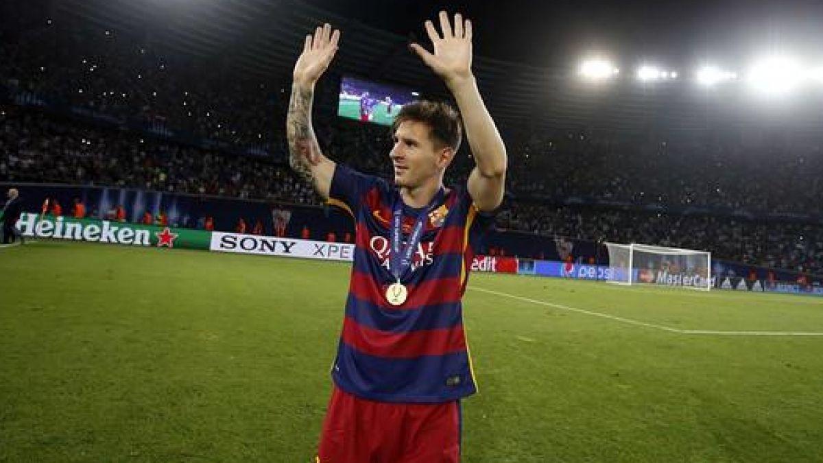 El particular viaje descalzo de Lionel Messi tras la final de la Supercopa