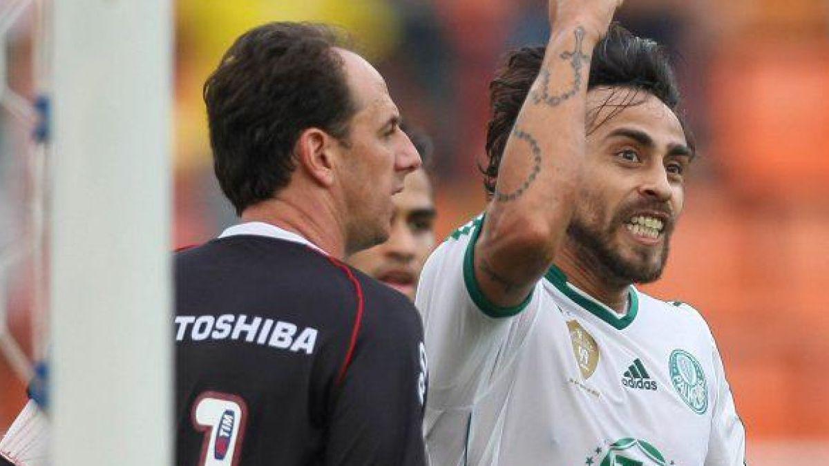 Jorge Valdivia podría sorprender a todos y recalar en el Sao Paulo