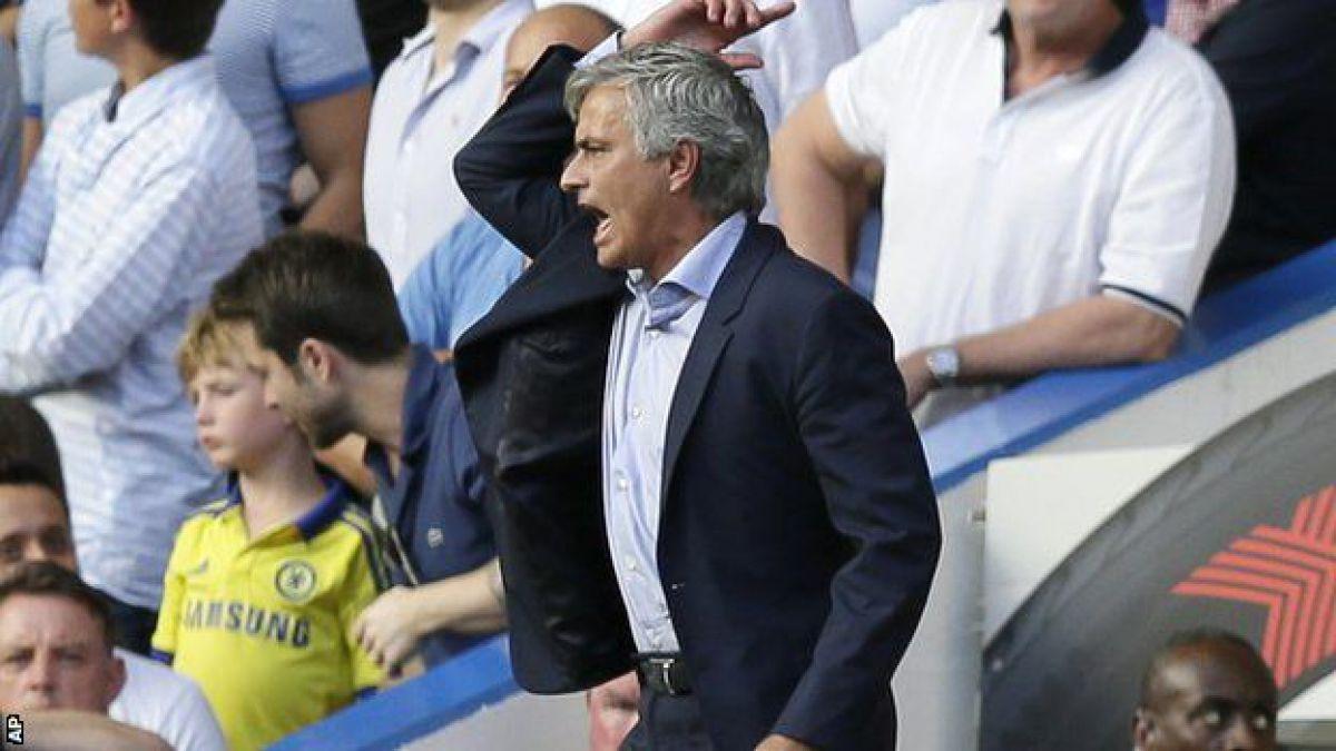 Chelsea comenzó con mal pie la temporada tras perder la Community Shield contra Arsenal y empatar el primer partido de la Liga Premier frente a Swansea.