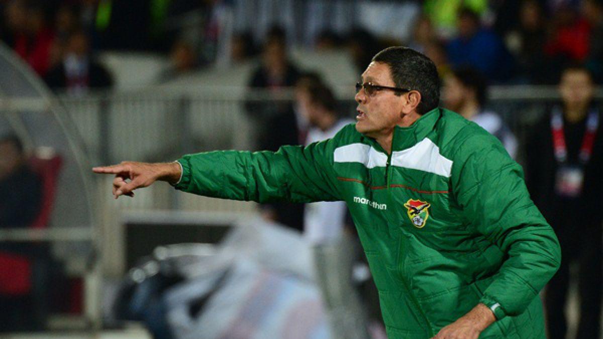 La FIFA sancionó a DT de Bolivia por insultos a seleccionado chileno