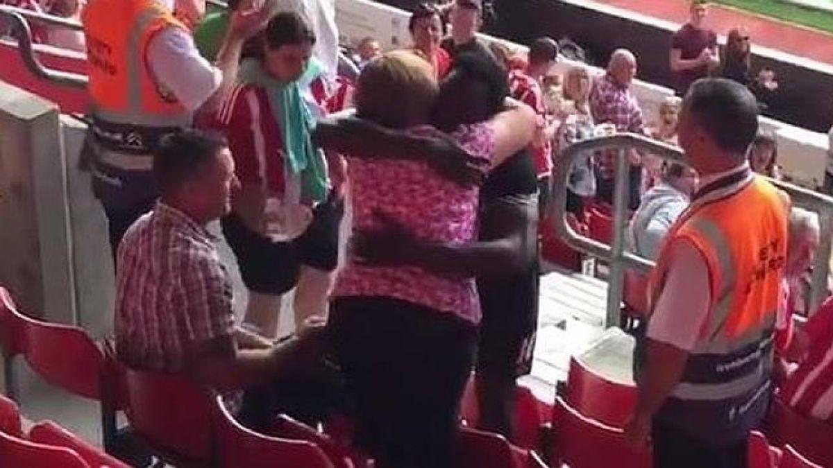 Un ejemplo de sencillez: Lukaku sube a galería para disculparse con mujer que recibió un pelotazo
