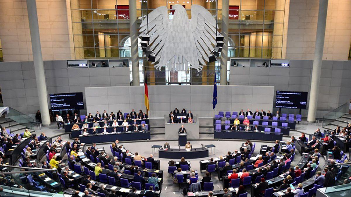 El Parlamento alemán aprueba por amplia mayoría el plan de ayuda a Grecia