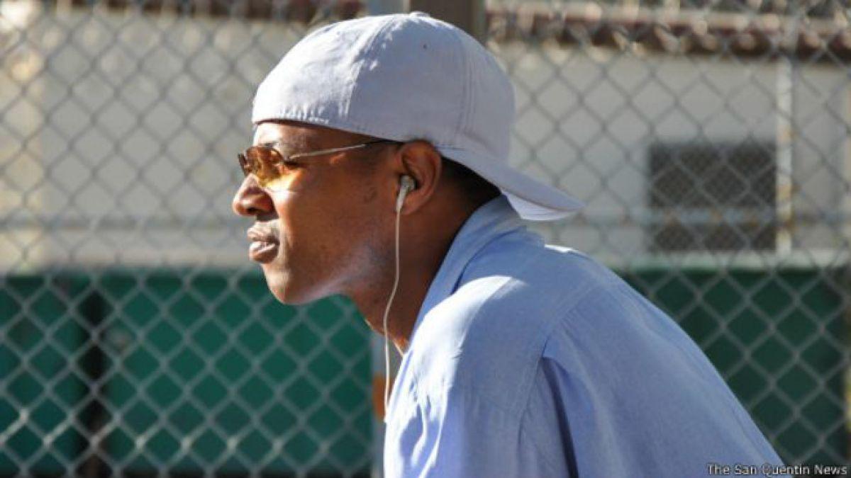"""Curtis Carroll cumple una condena de por vida. Sus compañeros le llaman """"Wall Street"""" y los guardias de la prisión el """"oráculo de San Quintín""""."""