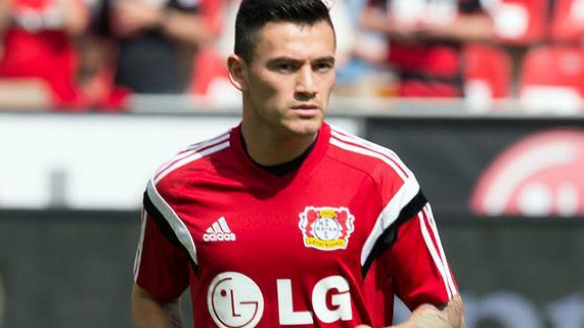 Plantel completo del Bayer Leverkusen envía mensaje de apoyo a Charles Aránguiz