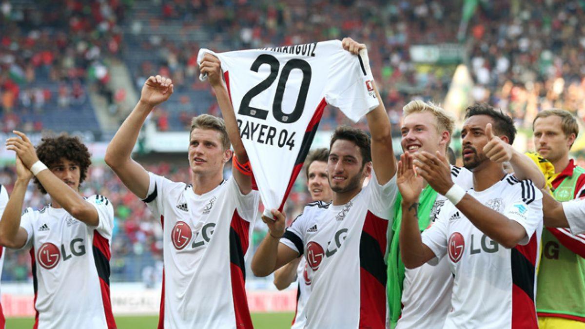 Plantel del Leverkusen le dedica a Charles Aránguiz triunfo sobre Hannover