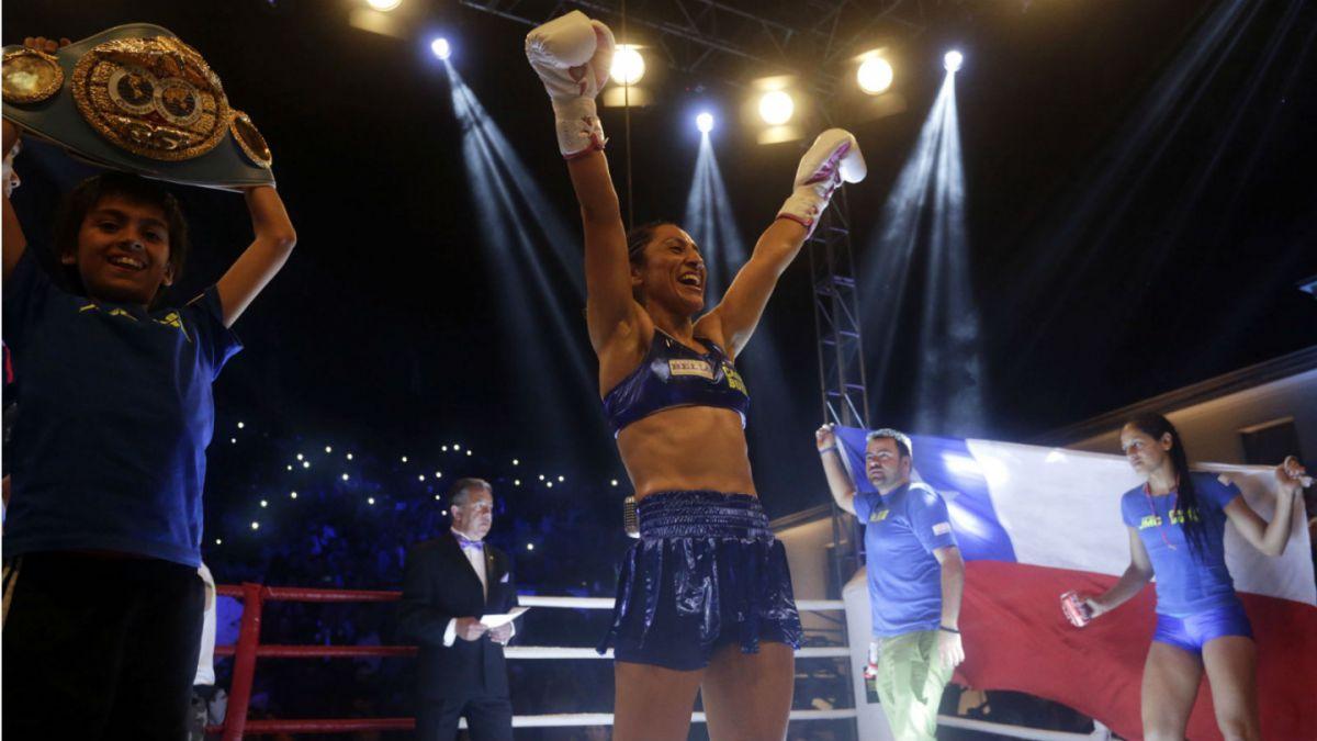 Crespita Rodríguez vence a japonesa Tsunami y retiene título mundial en Antofagasta