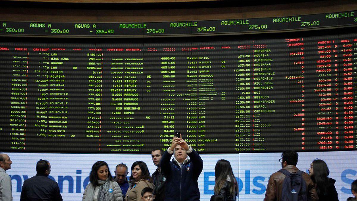 """Gobierno destaca manejo económico """"responsable"""" de Chile frente a caída de bolsas internacionales"""