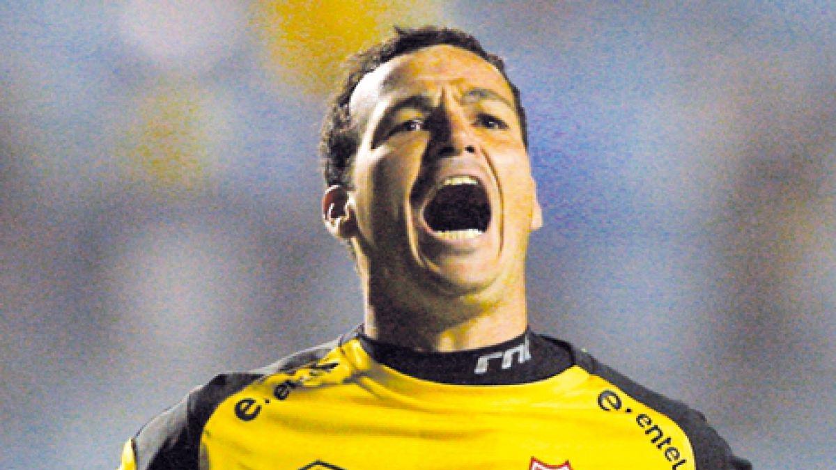 Ex arquero uruguayo de Ñublense fue baleado y arriesga graves secuelas