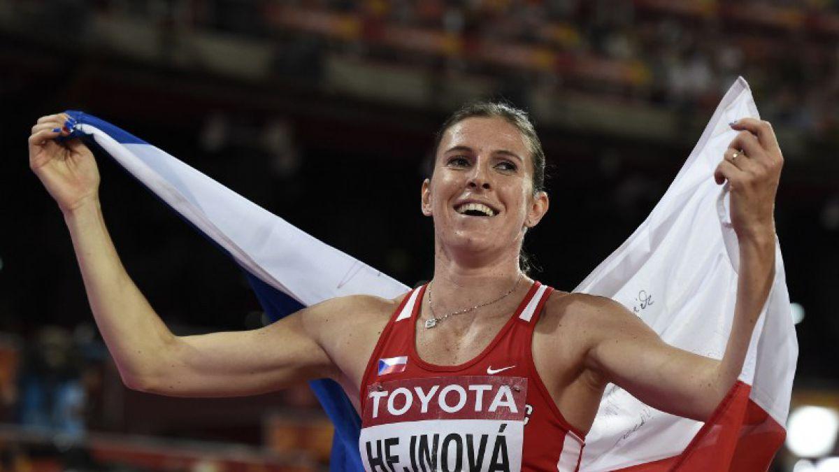 Checa Zuzana Hejnova retiene el título mundial de 400 metros con vallas