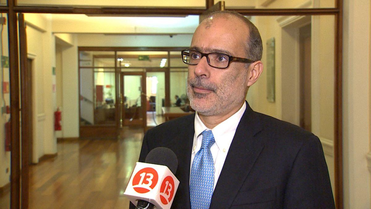 """Ministro Valdés admite menos ingresos por el cobre: """"Vamos a tener que pedir prestado en el mundo"""""""