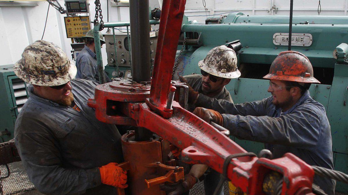 El petróleo cierra con alza del 10% en Nueva York