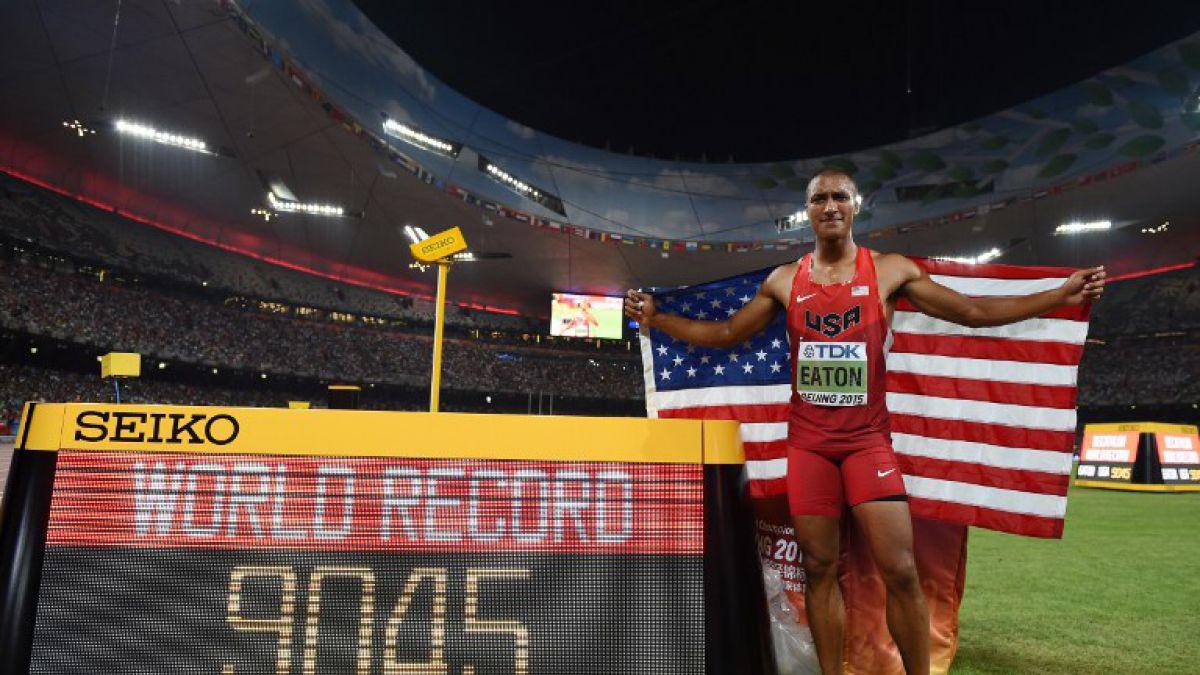 Estadounidense Ashton Eaton gana oro y bate récord mundial de decatlón en Beijing