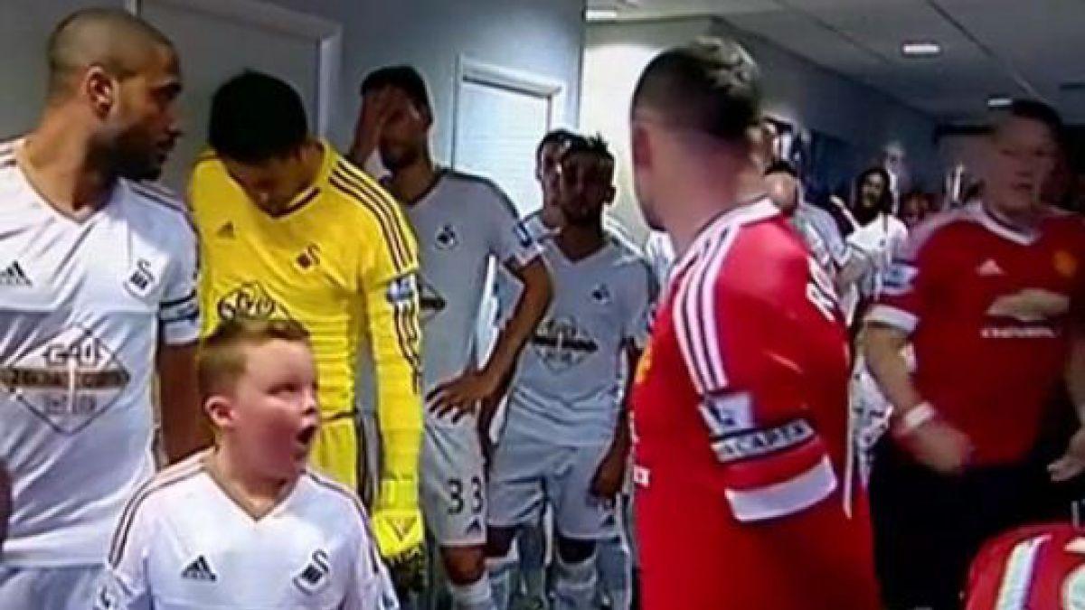 Así reacciona un niño cuando se encuentra de frente con Wayne Rooney