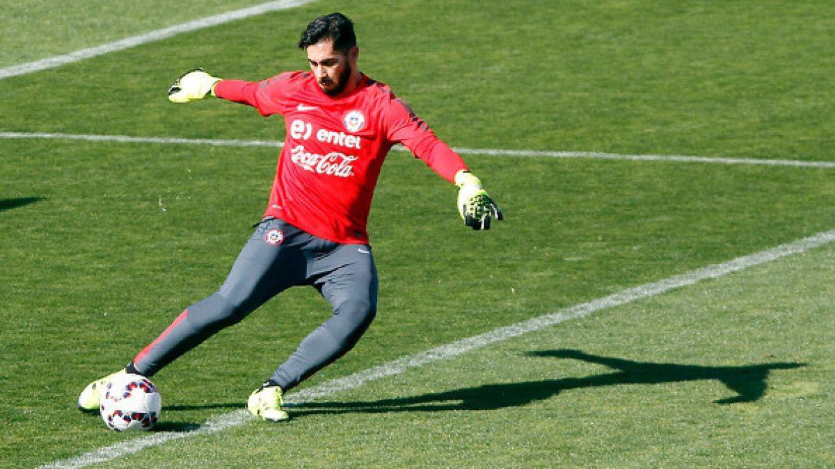 Roberto Rojas respalda a Johnny Herrera en caso de que Claudio Bravo no esté ante Brasil