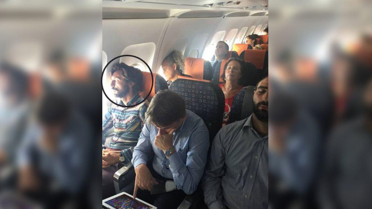 Un ejemplo de humildad: Andrea Pirlo viajó en una aerolínea de bajo costo