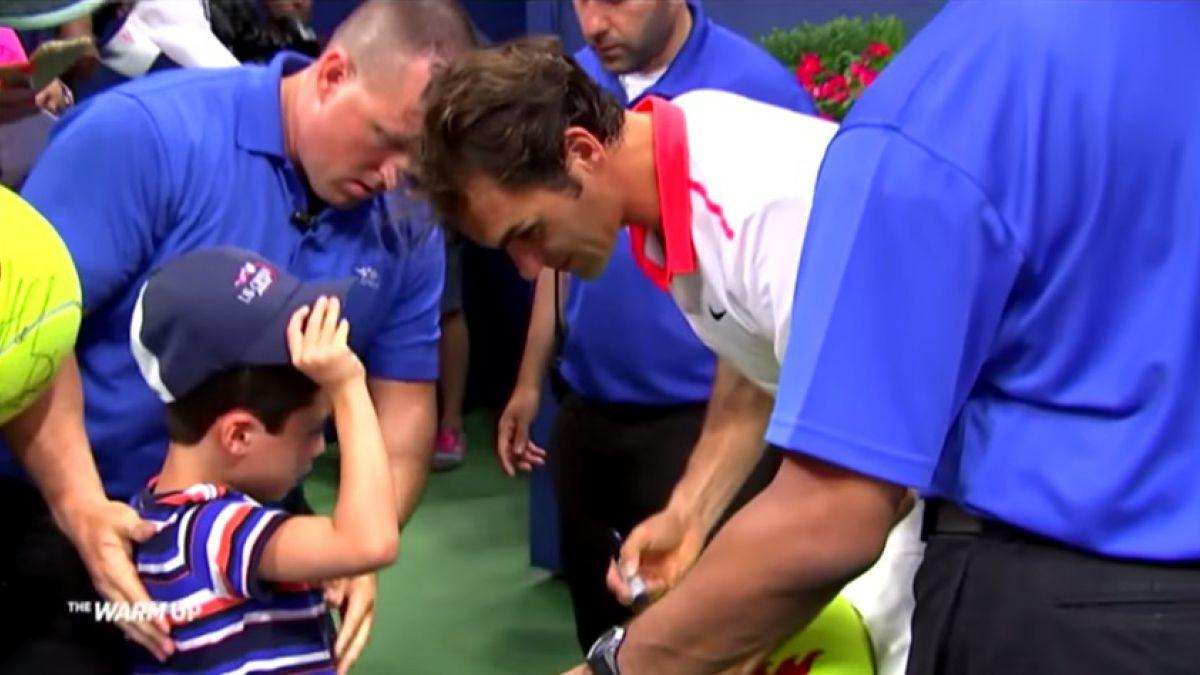 [VIDEO] El noble gesto de Roger Federer con un pequeño admirador