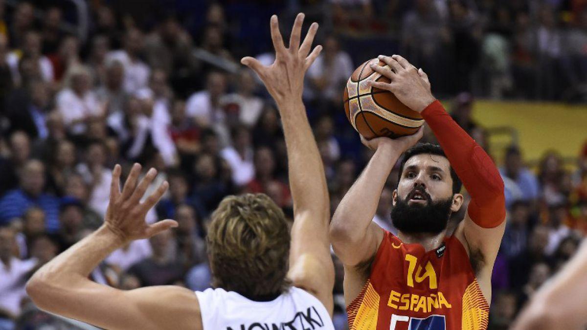 [VIDEO] Jugador español-montenegrino rompe una bandera de Serbia en el Eurobasket