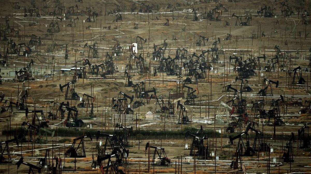 Precio del petróleo oscila frente a bajas expectativas del mercado
